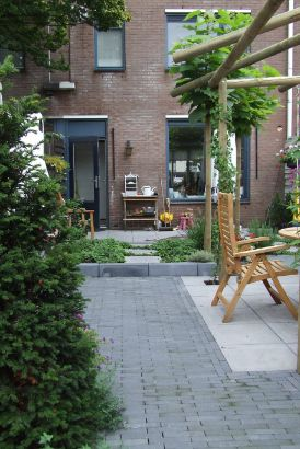 Hovenier Apeldoorn en Vaassen BK Tuinen ontwerp aanleg onderhoud2008 Felida 007