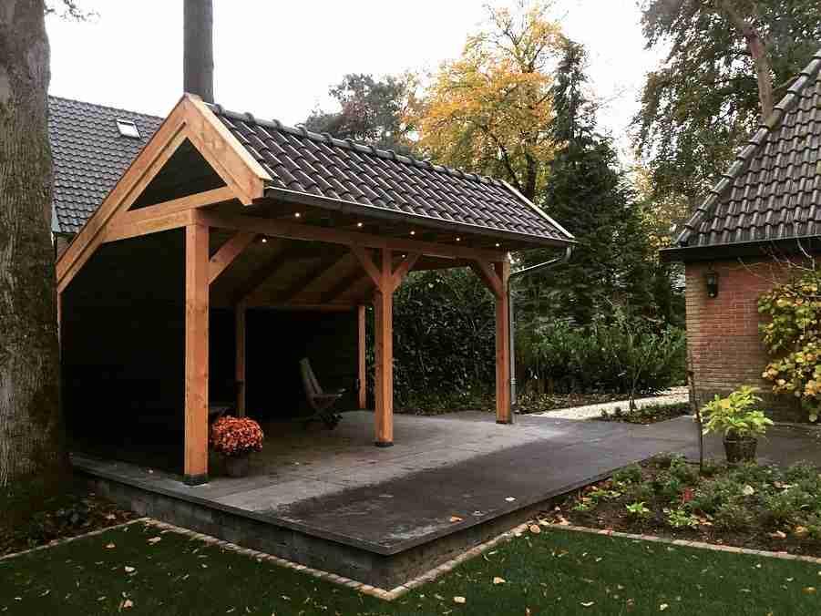 LANDELIJKE UITSTRALING  Door te kiezen voor een kapschuur van douglas hout, haal je een landelijk element in de tuin. Dit kan uitstekend gecombineerd