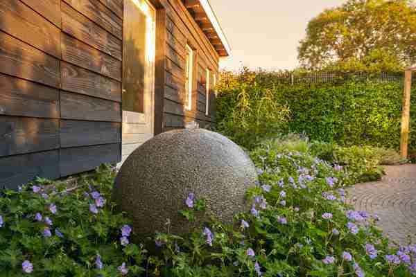 waterelement in moderne tuin